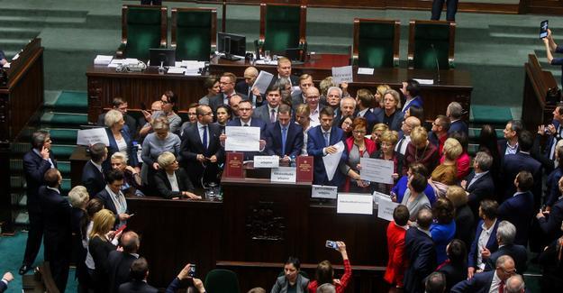 besetztes-parlament-polen-2017